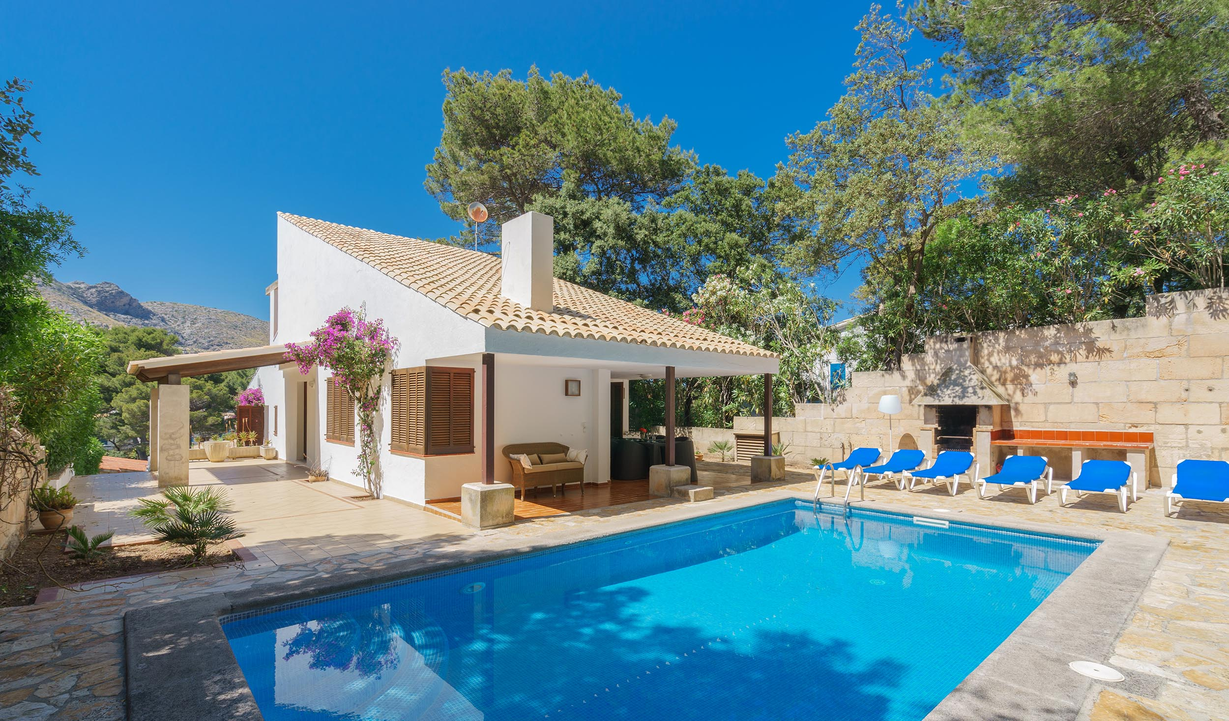 villas to rent in cala san vicente